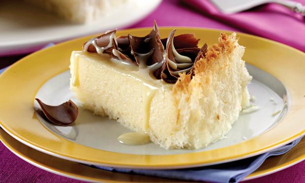 Torta de Leite Condensado e Coco - Mais um delicioso sabor de torta que preparamos para vocês, combinação perfeita entre coco e leite condensado